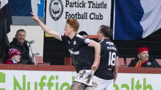 Dundee striker Simon Murray celebrates scoring against Partick Thistle
