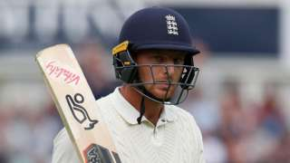 England's Jos Buttler raises his bat to acknowledge the crowd after falling for 89 on day two of the fifth Test against India