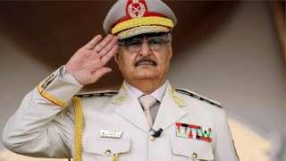 جنرال حفتر په ۱۹۴۳ کال کې زېږېدلی او له څو لسیزو راهیسې لیبیا کې مهم کس بلل کېږي