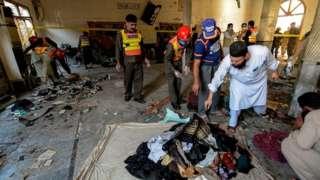 По предварительным данным, злоумышленник принес сумку с бомбой на урок, после чего покинул здание