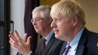 Mark Drakeford a Boris Johnson