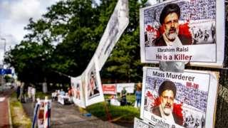 تجمع اعتراضی مخالفان جمهوری اسلامی ایران علیه ریاست جمهوری ابراهیم رئیسی مقابل دادگاه لاهه، تابستان ۱۴۰۰
