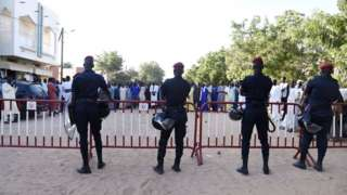 Polisler adliye önünde güvenlik önlemi aldı