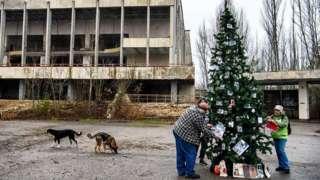 Residents decorating Christmas tree
