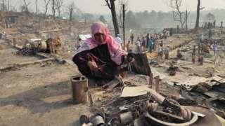 Kamptan tahliye edilen sığınmacıların birçoğu eşyalarını almak üzere geri döndü.