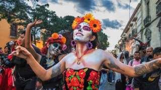 تعترف الحكومة المكسيكية بـ 68 لغة مختلفة و350 لهجة داخل حدودها