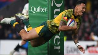 Israel Folau scores try for Australia