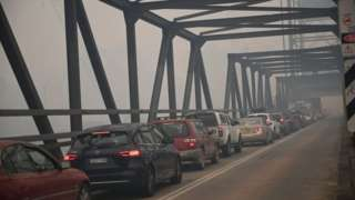 Evacuations cause gridlock in Batemans Bay, New South Wales