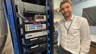 По словам создателей, британской фирмы Orca Computing, использование технологии, не требующей охлаждения, впервые сделает квантовые компьютеры коммерчески привлекательными