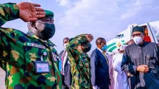 President Buhari Trip to London: Ǹkan márùn-ún tó ṣẹ̀lẹ̀ nígbà tí ààrẹ Muhammadu Buhari rín ìrìnàjò lọ London