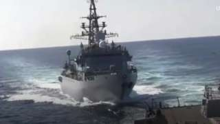 Russian warship aproaching US destroyer