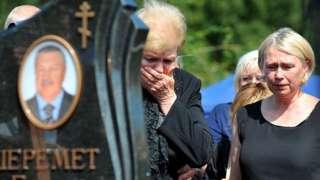 Mourners at Minsk funeral of Pavel Sheremet, 23 Jul 16