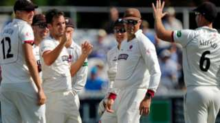Somerset celebrate wicket of Hampshire's Jimmy Adams