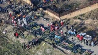 corpos de avião da Ucrânia que caiu em Teerã