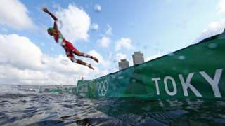 Kuri uwo musi nyene, umunonotsi w'umunya Maroc Mehdi Essadiq akina inkino zizwi nka triathlon yafashe isanamu akubise umwibiro, hari ku wa 26/7/2021