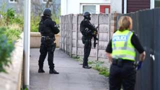 Armed officers in Elgin