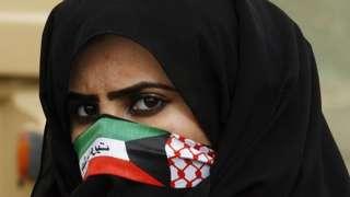 Kuwaiti woman wearing mask with national flag (file photo)