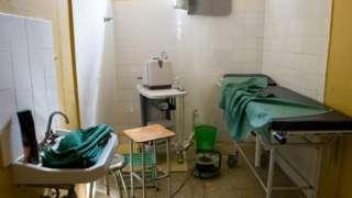 Foto de banco de imagens de espaço de procedimento médico improvisado