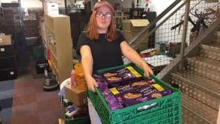 Volunteer handing out food