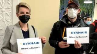 Simpatizantes de Roman Protasevich e nel aeropuerto de Vilnius.