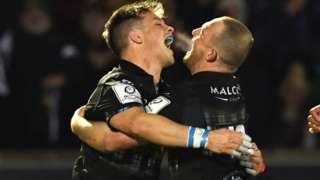 Glasgow edged out Blues in a nine-try thriller