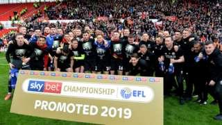 Sheffield United celebrating promotion