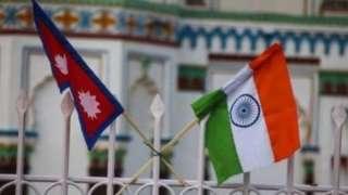 नेपाल और भारत के झंडे