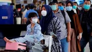 Penumpang di bandara Halim Perdanakusuma, Jakarta tanggal 20 Maret lalu.