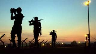 বাংলাদেশ-ভারত সীমান্তে টহলরত বিএসএফ