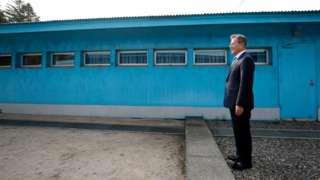 (캡션) 4·27 남북정상회담. 문재인 한국 대통령이 김정은 북한 국무위원장을 기다리고 있다