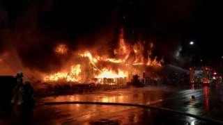 台湾高雄一幢商住楼发生大火