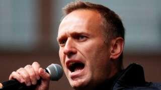 Alexei Navalny alisafirishwa kwa ndege hadi mjini Berlin mwezi Agosti baada ya kuugua katika ndege