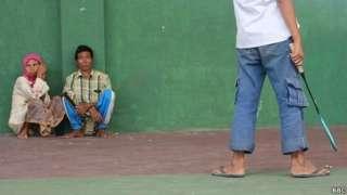 Pengungsi warga Islam Syiah di Sampang sebelum dipaksa pindah dari GOR Kota Sampang ke Sidoarjo, Jawa Timur.