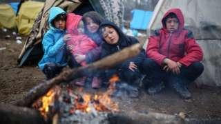 niños en la frontera con Grecia