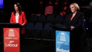 Yeni Zelanda Başbakanı ve İşçi Partisi lideri Jacinda Ardern ve Ulusal Parti lideri Judith Collins