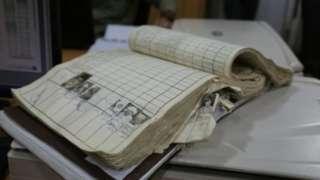 مخکې تر دې به کاغذي پېژندپاڼې د تایید لپاره د ارشیف له کتابونو سره د مطابقت لپاره کتل کېدې چې دې پروسې زیات وخت نیوه