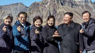 Korean presidents form a heart symbol with their fingers