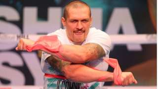 Oleksandr Usyk performs a workout