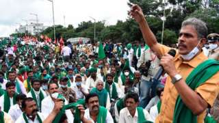Representatives of various farmers rights organisations stage a demonstration against the passing ofagriculture bills introduced in Parliament, in Bangalore on September 21, 2020.