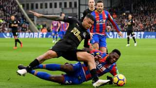 Kenedy of Newcastle United is challenged by Timothy Fosu-Mensah of Crystal Palace