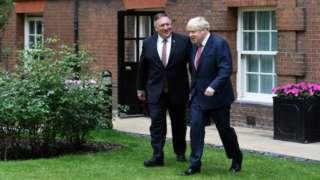 美国国务卿蓬佩奥会见英国首相约翰逊