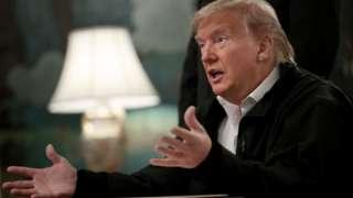 Tổng thống Donald Trump có những tuyên bố mâu thuẫn với chuyên gia về virus corona