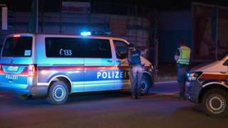 Австрийская полиция охраняет место убийства