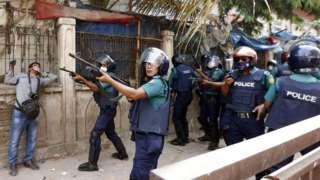 ढाकामा नरेन्द्र मोदीको विरोध गर्दा प्रहरी र प्रदर्शनकारीबीच भिडन्त
