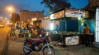 Depuis ce mardi 12 mai, le couvre-feu en vigueur dans la capitale nigérienne Niamey a été levé et les lieux de cultes ré ouverts