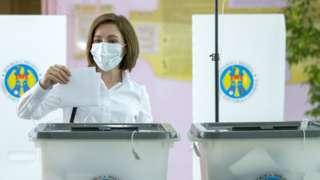 Майя Санду голосует