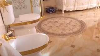 सुनको जलप लगाइएको शौचालय