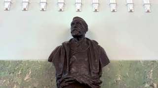 诺贝尔雕像