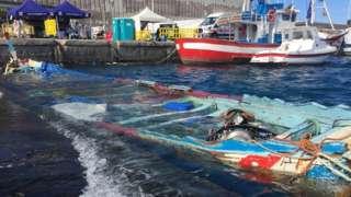 Sunken boat at Arguineguín wharf