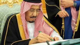 Saudi Arabia's King Salman signs documents during a budget meeting in Riyadh, December 18, 2018